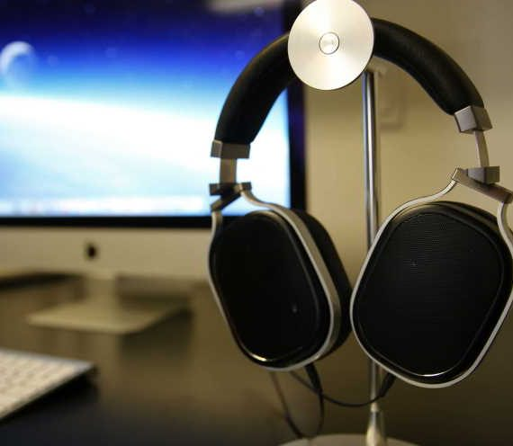 How can you use mobile headphones for a personal computer?